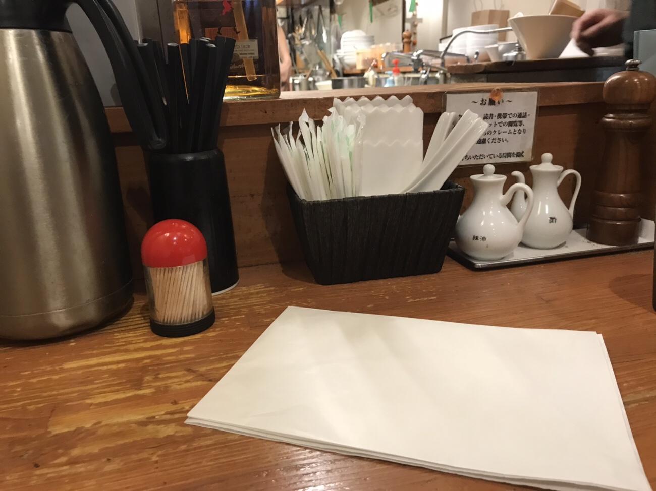 ほおずき担々麺中野のカウンター