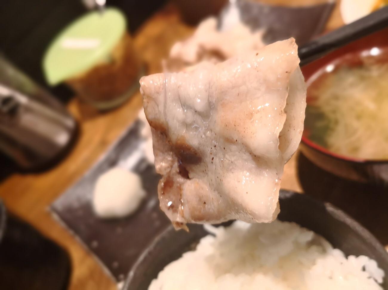 美味しい豚肉定食 山ぶた 大阪梅田