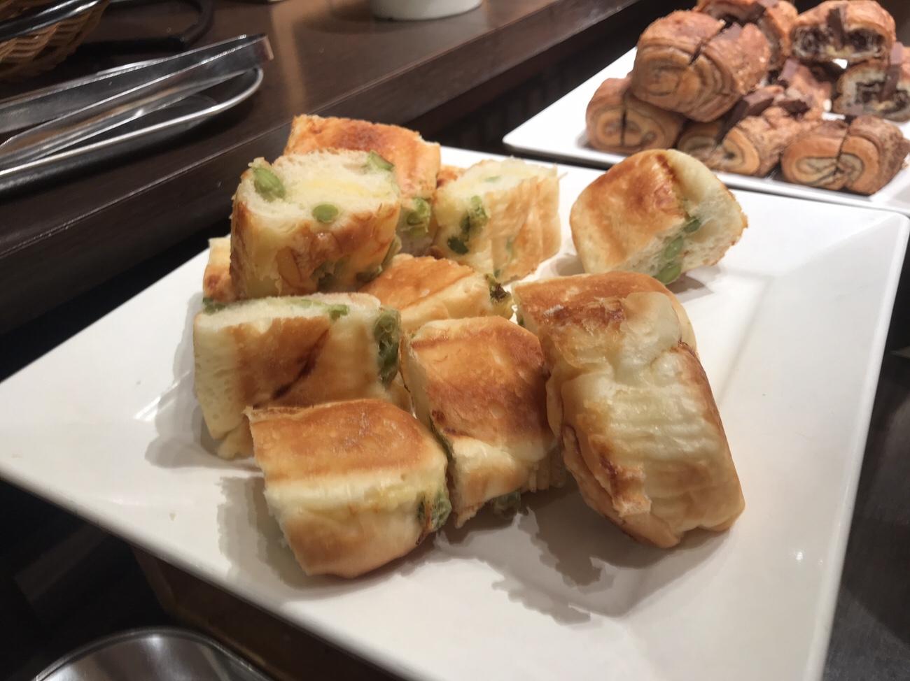神戸屋ランチ食べ放題の豆パン