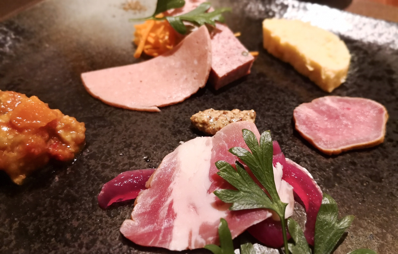 東京浅草の豚料理専門店 グロワグロワ コースメニューの前菜盛り合わせ