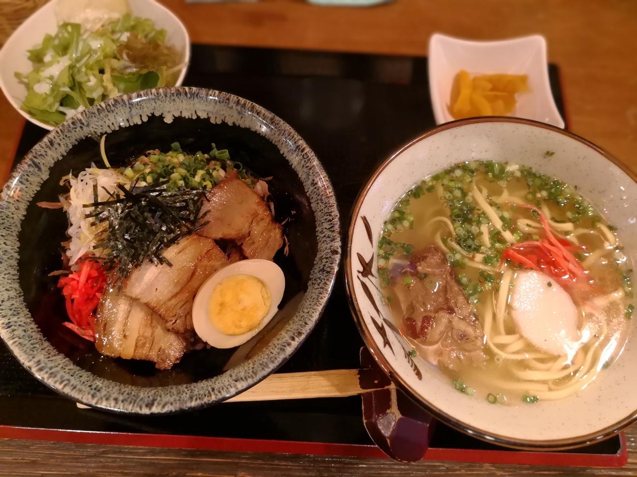 ソーキそばとラフテー丼 南風花 お台場ランチ沖縄料理