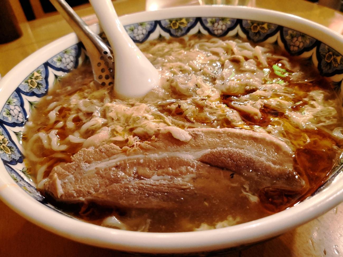酸辣湯麺(スーラータンメン)豚の角煮 揚州商人 新横浜店おすすめ