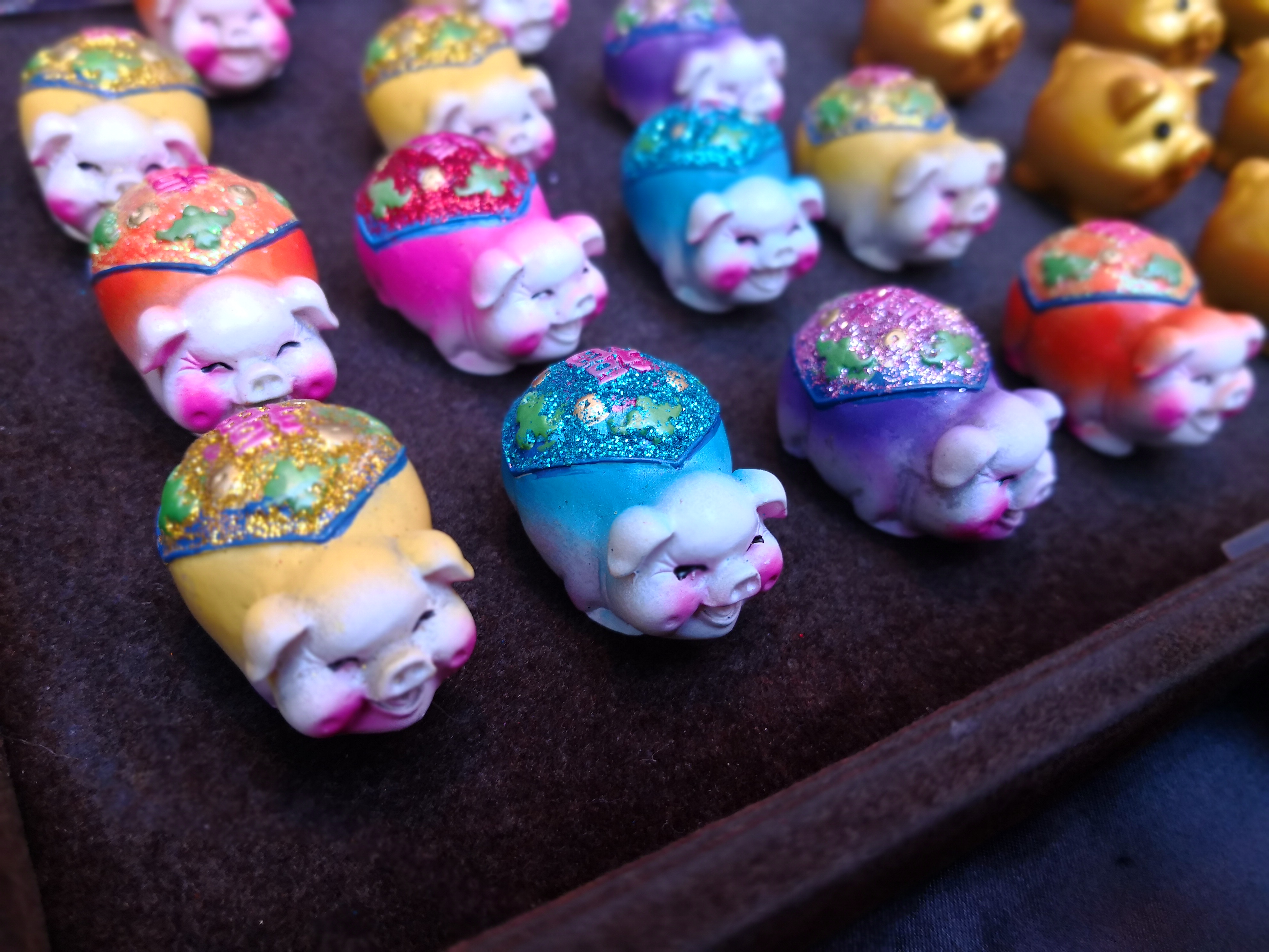 カラフルな豚の置物春節 豚年 横浜中華街