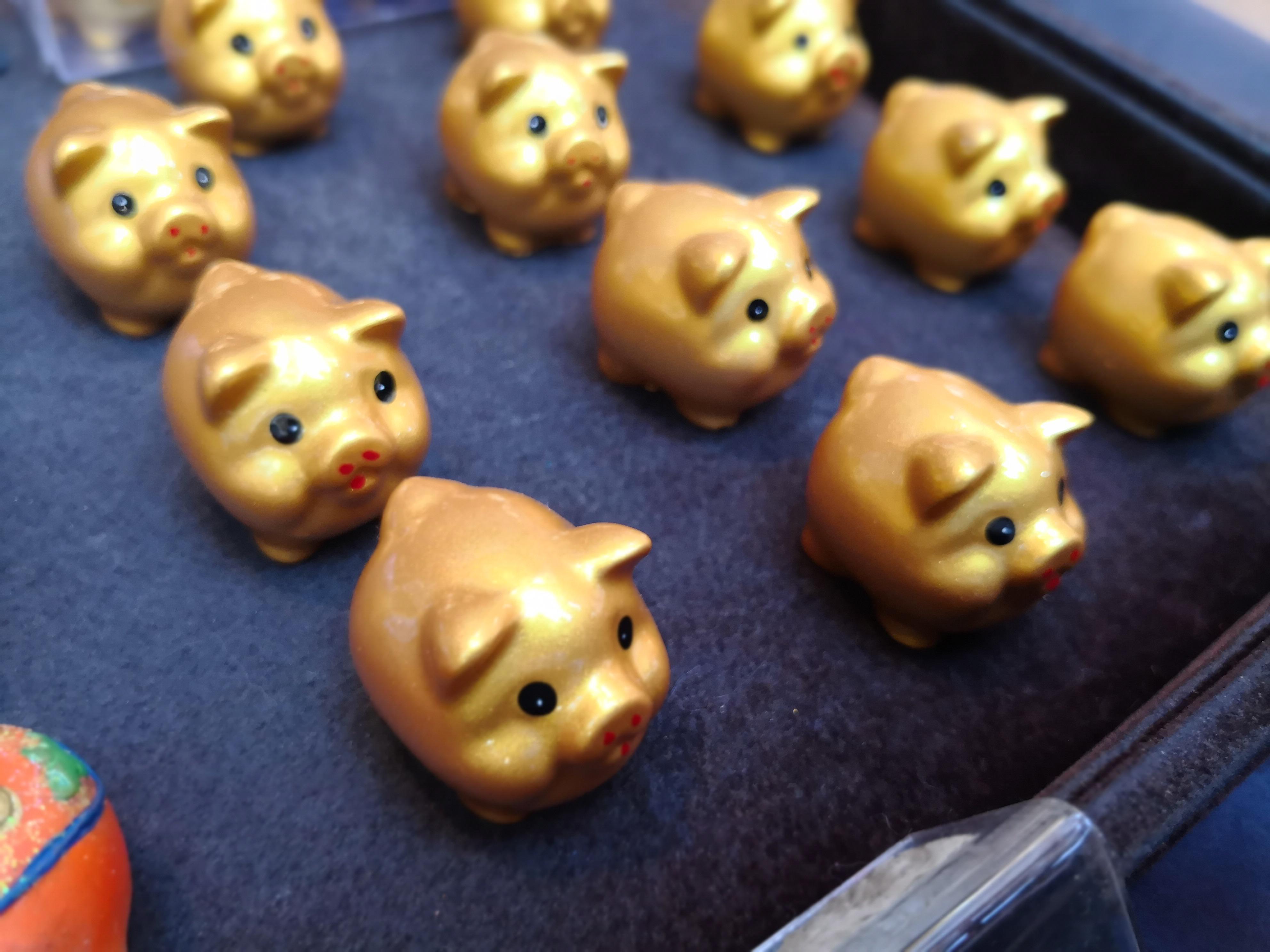 小さい金の豚 春節 豚年 横浜中華街