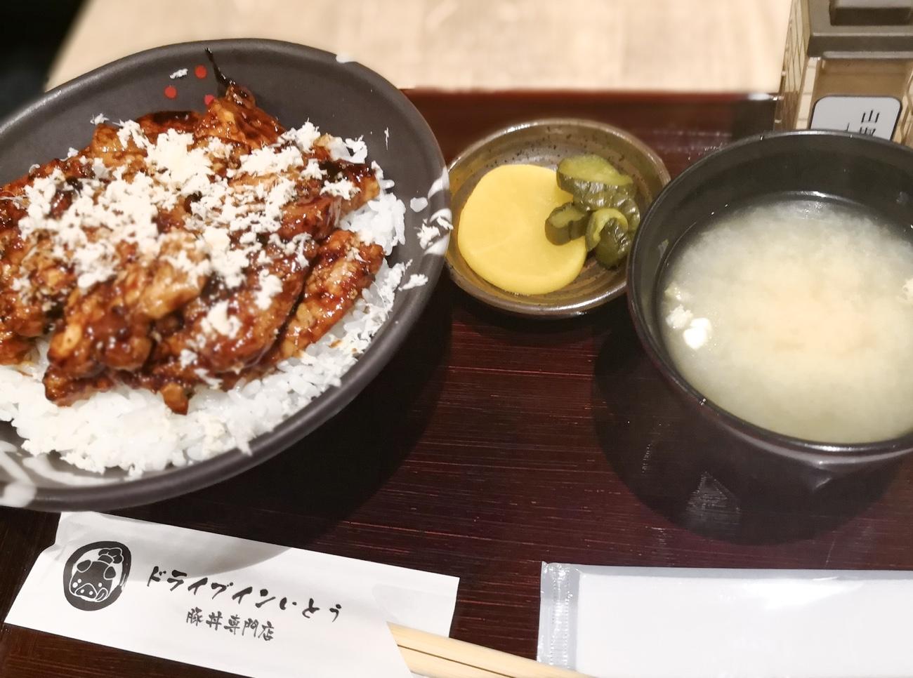新千歳空港 食事おすすめのドライブインいとう豚丼名人 山わさび豚丼