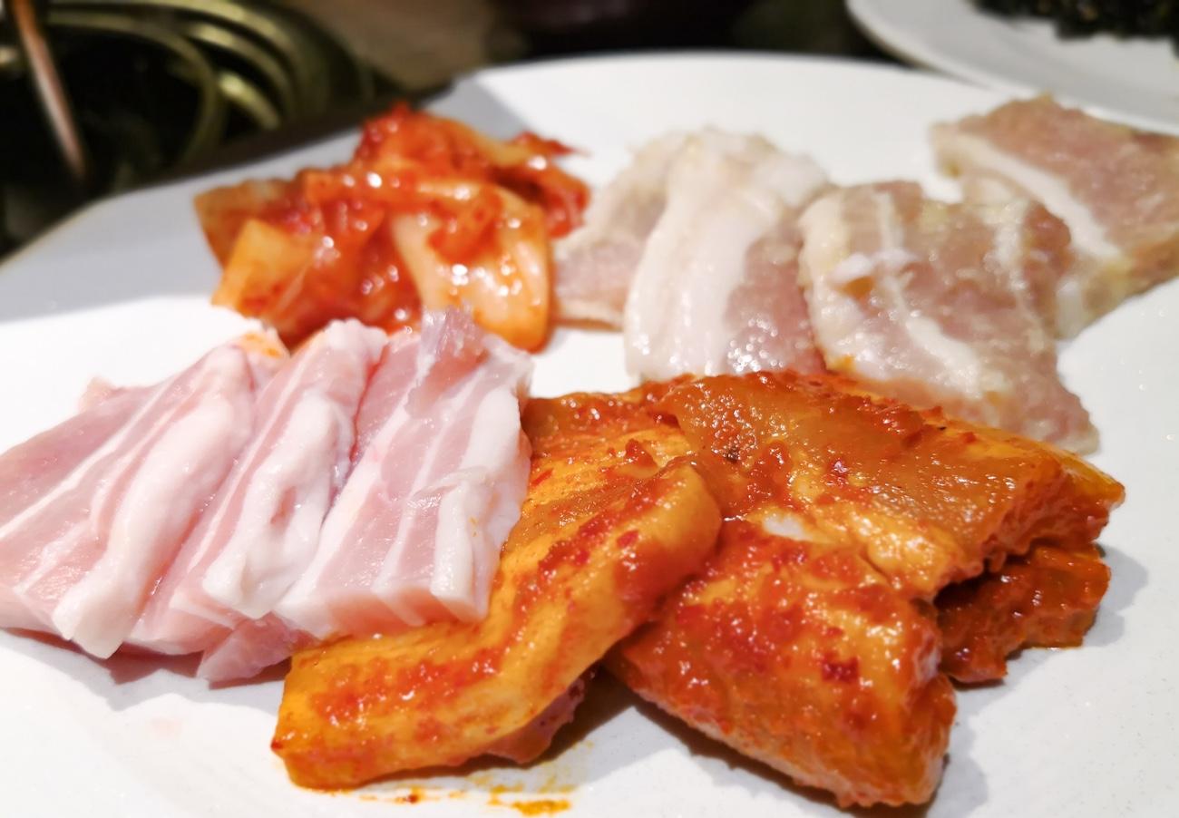 食べ放題 サムギョプサルの肉の断面