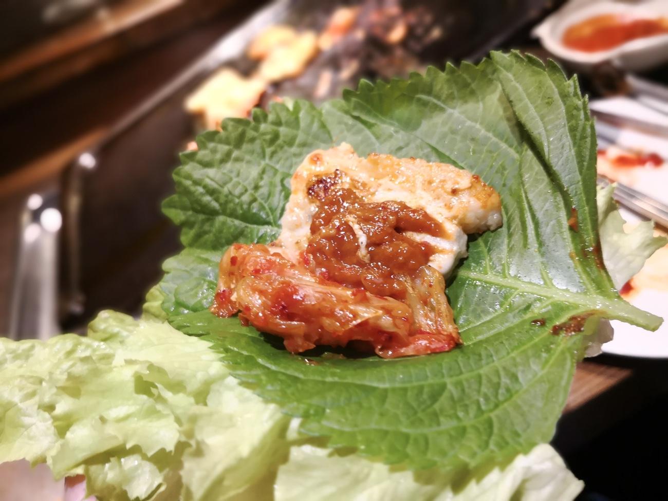 味付けサムギョプサルの肉とエゴマ プングム