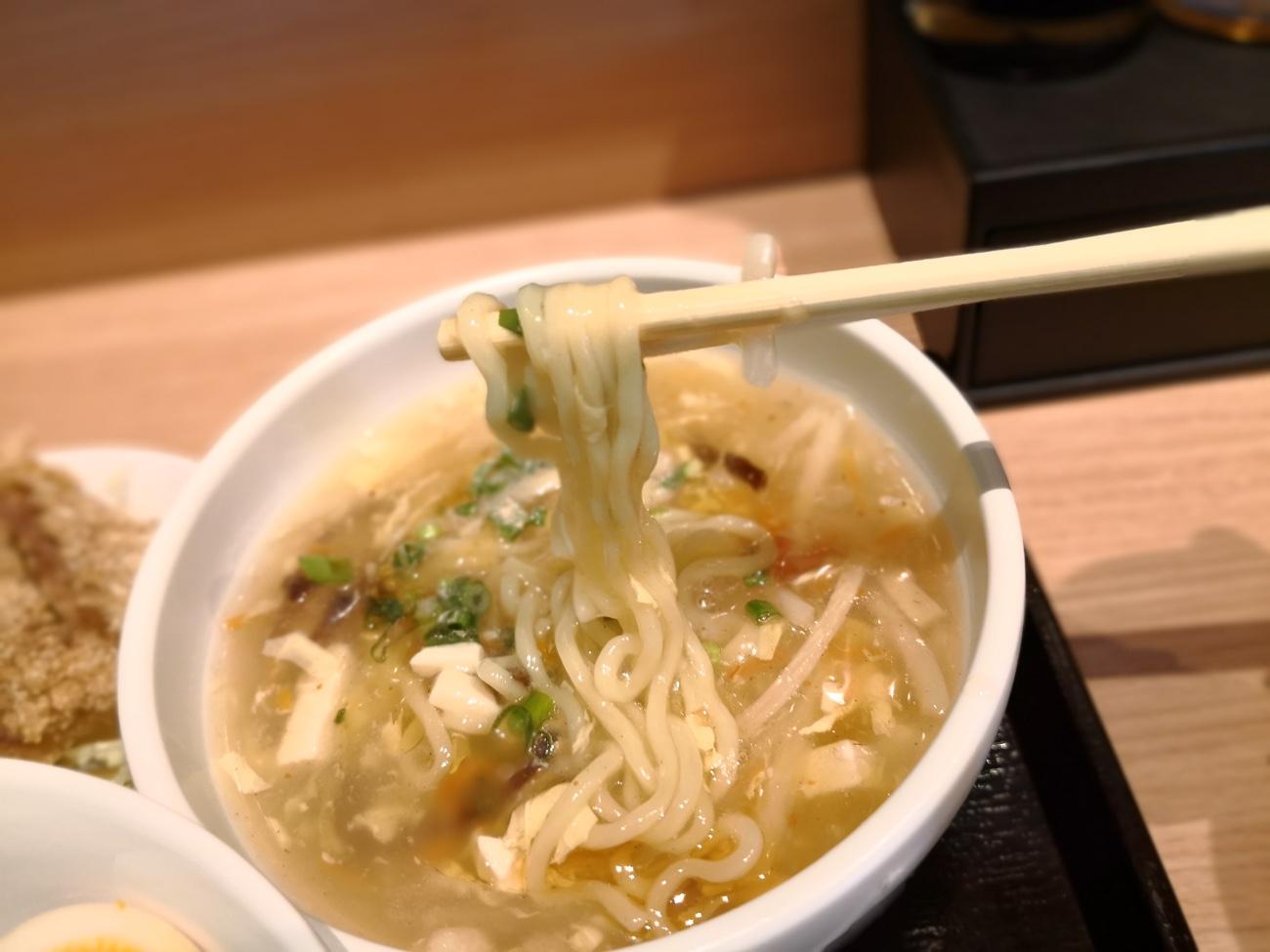 酸辣湯麺 神田 台湾料理専門店