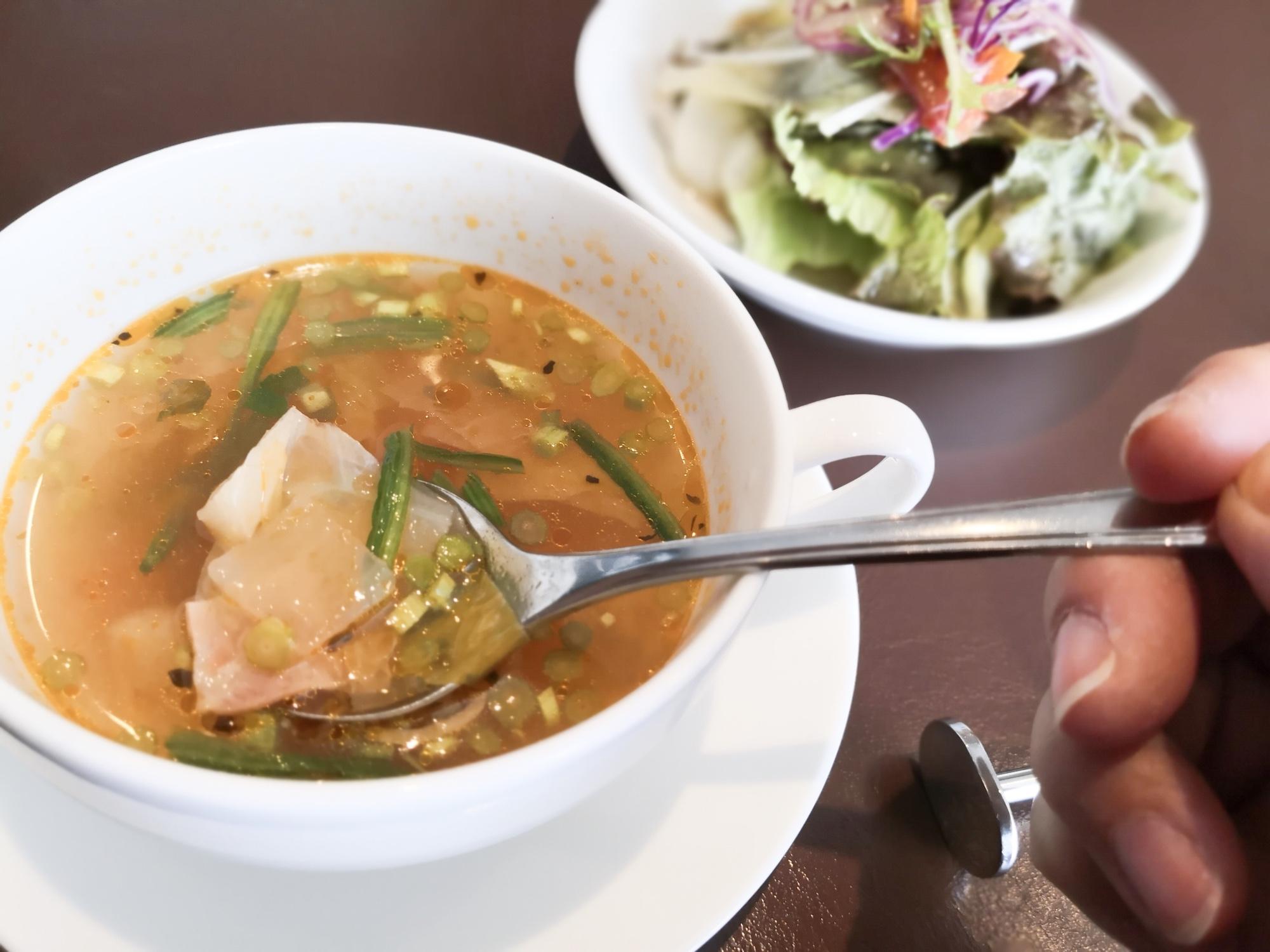 アメリカンクラブハウス スペアリブランチのスープとサラダ